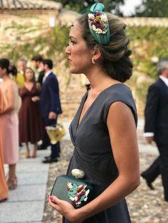 Invitadas — Cala by Lilian Fascinator, Headpiece, Cute Headband Hairstyles, Turbans, Bridal Hair Updo, Diy Hair Accessories, Headbands For Women, Hair Art, Hair Inspiration