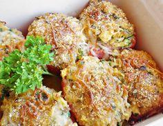 Wil je eens iets anders dan gewoon groente op tafel? Maak dan eens dit Spaanse recept van gevulde tomaten met tonijn uit de oven. Verrassend lekker!
