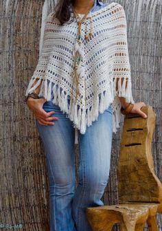 Cómo Tejer un Poncho Fácil y Moderno / Paso a paso Poncho Au Crochet, Pull Crochet, Mode Crochet, Crochet Poncho Patterns, Crochet Shawls And Wraps, Crochet Scarves, Crochet Clothes, Knit Crochet, Crochet Capas