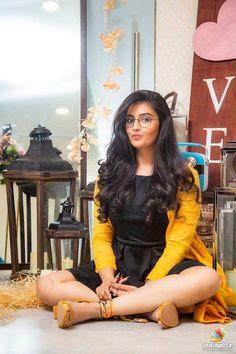 sree mukhi at DuckDuckGo Cute Girl Poses, Cute Girl Photo, Beautiful Girl Photo, Girl Photo Poses, Stylish Photo Pose, Stylish Girls Photos, Stylish Girl Pic, Teenage Girl Photography, Photography Poses Women