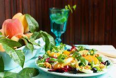 SMYKWKUCHNI: Sałatka z karmelizowaną brzoskwinią i orzechami