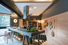 Industrial style design is hot. With loft style apartments super popular over the last 20 years, the industrial style has extended to detached homes and carved a distinct style on its own. Check out these cool industrial style kitchen design ideas. Bar Interior Design, Küchen Design, Design Ideas, Luxury Interior, Design Inspiration, House Design, Custom Kitchens, Cool Kitchens, Kitchen Cabinet Design