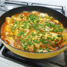 Eu vou te ensinar como fazer filé de peixe ensopado com uma receita que está na minha família há muitos anos. aproveite para fazer a receita de filé de peixe ensopado para a semana santa. A combinação dos temperos que vai nessa receita deixa o filé de peixe ensopado com um sabor delicioso, sem contar no cheirinho. Brazilian Dishes, Coco, Thai Red Curry, Pasta, Fish, Ethnic Recipes, Delicious Recipes, Yummy Recipes, Healthy Recipes