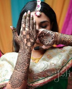 If you are looking for bridal mehndi designs for your wedding, then check out these top 30 mehandi images for some inspiration. Right from a simple mehndi design to an elaborate bridal henna design, you'll find it in here! Henna Tattoo Designs, Mandala Tattoo Design, Henna Tattoos, Mehandi Designs, Henna Mehndi, Mehendi Photography, Indian Wedding Photography Poses, Photography Ideas, Muslim Couple Photography