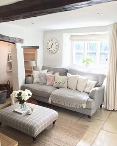 21 Country Home Decor Ideas - 21 Country Home Decor Ideas – English roll arm sofa in Country Living Room - Cottage Living Rooms, Chic Living Room, Home Living Room, Living Room Designs, Living Room Decor, Small Cottage Interiors, Diy 2019, Best Sofa, Decor Ideas