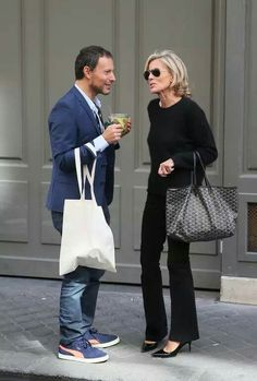 Best Outfits For Women Over 50 - Fashion Trends Mature Fashion, 60 Fashion, Over 50 Womens Fashion, Fashion Over 50, Timeless Fashion, Fashion Outfits, Fashion Tips, Fashion Trends, French Chic Fashion