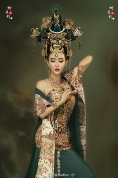 this is the most beautiful film star in Asia, very beautiful with various traditional ancient Chinese styles and photos Oriental Dress, Oriental Fashion, Asian Fashion, Chinese Traditional Costume, Traditional Dresses, Asian Style, Chinese Style, Asian Woman, Asian Girl