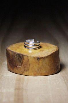 Versátil, o anel Falange Listras é perfeito para fazer composições com variados estilos de anéis e maxi anéis.