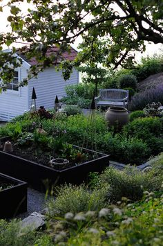 Have you been dreaming regarding a potager kitchen garden? Learn what the potager garden is, how you can design your kitchen garden with a little sample kitchenette PoTaGeR GaRdEn Potager Garden, Veg Garden, Garden Cottage, Garden Boxes, Garden Landscaping, Vegetable Gardening, Edible Garden, Landscaping Design, Garden Art