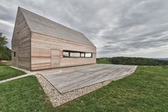 Summer House in Southern Burgenland by Judith Benzer Architektur; photo by Martin Weiß A Vienna-based architect Judith Benzer has recently completed this Agi Architects, Architecture Résidentielle, Wine House, Timber House, Wooden House, Modern Barn, Modern Farmhouse, Architect House, House In The Woods