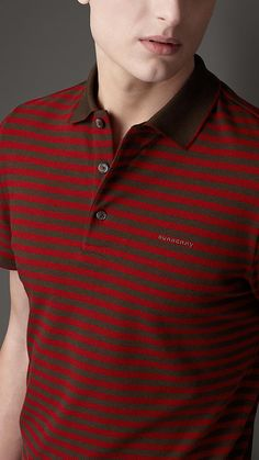 Shop men's polos shirts and T-shirts from Burberry. The collection features graphic print T-shirts, polo shirts in vibrant shades and more. Polo Shirt Design, Polo Design, Mens Polo T Shirts, Tee Shirts, Tees, Business Casual Men, Men Casual, Kitchen Modular, Polo Outfit