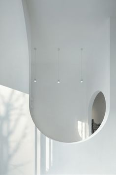 Hongkun Museum of Fine Arts by penda dailypenda a series of arches and counter arches forming an continuing ribbon into the Museum architecture. via- white, interior, design Space Architecture, Contemporary Architecture, Architecture Details, Museum Architecture, Arch Interior, Interior And Exterior, Interior Design, Displays, Decoration Bedroom