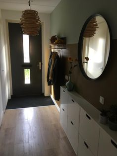Hallway Inspiration, Bathroom Inspiration, Decoration Entree, Interior Styling, Interior Design, Hallway Designs, Entry Hallway, Minimalist Interior, Living Room Bedroom
