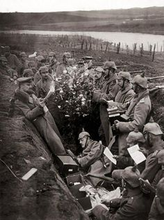 Old Pics Archive ‏@oldpicsarchive World War I, 1914. Christmas in German trenches.