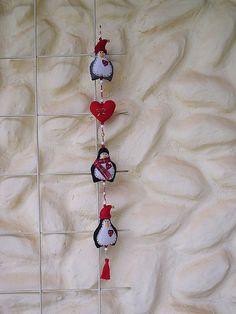 Móbile com pinguins e coração, feltro com enchimento aromatizado.     GET YOUR MOBILE WEBSITES DEVELOPED BY US.  STAY AHEAD OF YOUR COMPETITORS.  http://www.itop-seo.com  support@itop-seo.com