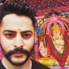New pin for Ganpati Festival 2015 is created by by kocharashish with Ganpati Bappa Moreya  Dharti ambar sitaare hai Usski nazaare utaarein Darr bhi uss se dara re Jiski rakhwaliya re karta saaya tera Deva Shree Ganesha #ganpati #ganpatibappa #ganpatibappamorya