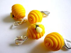 Beehive crochet stitch markers with bees, polymer clay markers - UK seller