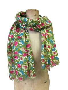 Mable - the one button shop Button Necklace, Floral Scarf, Spring Summer, Buttons, Stylish, Green, Stuff To Buy, Shopping, Accessories