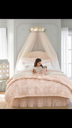 Inspiration for girls bedrooms - ideas to style up girls rooms. Designing rooms for girls. Dolls house. Pink bedding.