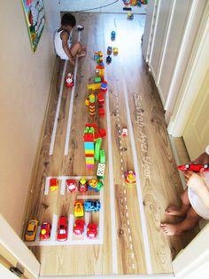 ARABA YOLU - Çocuklarımıza düzeni ve trafik kurallarını öğretebilecek güzel bir oyun alanı.
