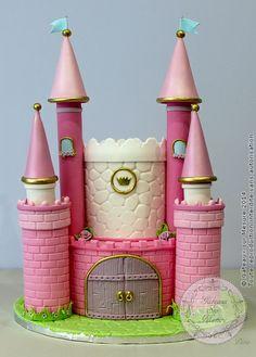 Chateau de princesse (from Gateaux sur Mesure Paris - Formations Cake Design, Ateliers pâte à sucre, Wedding Cakes, Gateaux d'Exposition)