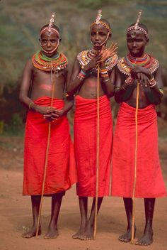 Maasai (or Masai) people of East Africa live in southern Kenya and northern Tanzania along the Great Rift Valley on semi-arid and arid lands. Maasai People, Africa People, Africa Tribes, East Africa, African Beauty, African Women, Tanzania, Tribu Masai, Population Du Monde