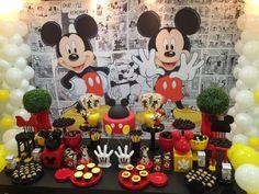 painel preto e branco para decoração de aniversário do mickey com vários docinhos personalizados Festa Mickey Baby, Mickey 1st Birthdays, Mickey Mouse Clubhouse Birthday Party, Mickey Birthday, Birthday Party Themes, 2nd Birthday, Mickey Mouse Art, Mickey Mouse Parties, Mickey Party