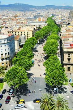 La Rambla, también conocida como Las Ramblas, es una de las principales arterias de #Barcelona y uno de los lugares más conocidos de la ciudad. Se trata de un agradable paseo de 1,3 kilómetros que conecta la Plaza de Cataluña con el antiguo puerto de la ciudad. #OjalaEstuvierasAqui #BestDay
