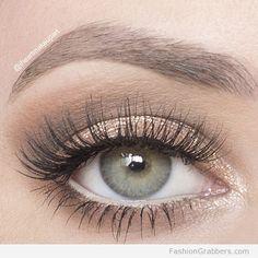 | Soft shimmery eye makeup for green eyes |