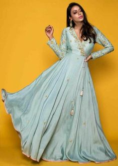 Gown Party Wear, Party Wear Indian Dresses, Indian Gowns Dresses, Dress Indian Style, Indian Fashion Dresses, Indian Designer Outfits, Indian Outfits, Gowns For Party, Indian Gown Design