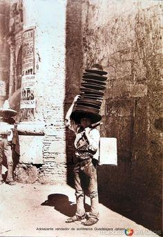 Fotos de Guadalajara, Jalisco, México: Adolescente vendedor de sombreros Guadalajara Jalisco hacia 1900-1930