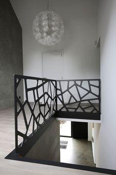 Yves Deneyer - Metallschreinerei - Kunstschmiedearbeiten - Emma Home Staircase Railing Design, Modern Stair Railing, Balcony Railing Design, Modern Stairs, Railing Ideas, Casa Top, Escalier Design, House Stairs, Patio Stairs