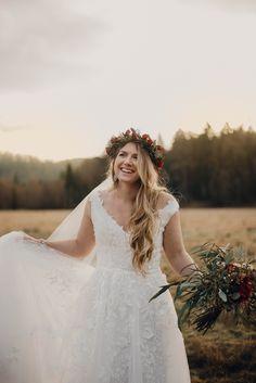 wedding photos - bride dress -  bridal veil - flower crown Bridal Dresses, Girls Dresses, Flower Girl Dresses, Flower Crown, Veil, Wedding Photos, Bride, Flowers, Fashion