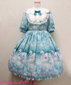 Milky Swan dress with collar
