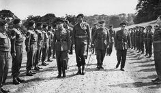 King George and a tall Lord Lovat inspecting Commandos prior to D-Day Lord Lovat, Ww2 Pictures, British Soldier, Great Leaders, D Day, King George, Troops, Soldiers, Old Movies