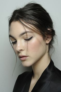 loose strands + chic make up