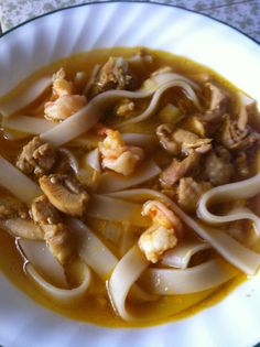 INGREDIENTS: 1 lb of egg noodle, Vigan miki noodle 8 oz. sotanghon noodles, soaked with water (optional) 1 cup chicken breast, boiled. Yummy Noodles, Soup Recipes, Cooking Recipes, Native Foods, Soup Dish, Filipino Recipes, Filipino Food, Vigan, Kitchens