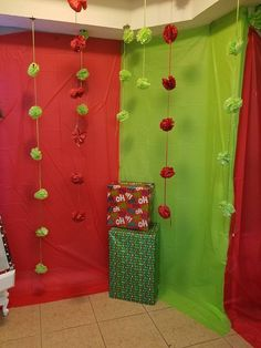 Grinch Christmas Decorations, Grinch Christmas Party, Grinch Party, Christmas Themes, Simple First Birthday, First Birthday Party Favor, Backyard Birthday Parties, Christmas Party Backdrop, Christmas Backdrops