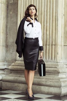 Best White Shirt And Leather Skirt For Business Women 18 Business Shirts, Business Outfits, Business Women, Office Outfits, Best White Shirt, Suits For Women, Clothes For Women, Ladies Suits, Style Work