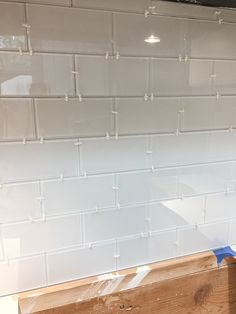 Thorough tutorial for how to install an easy, peel and stick glass tile backsplash. Step by step photo instructions for tile installation and tips. Peel And Stick Tile, Stick On Tiles, Home Renovation, Home Remodeling, Stick Tile Backsplash, Diy Kitchen Shelves, Back Home, Interior Design Living Room, Home Projects
