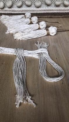 Macrame Wall Hanging Diy, Macrame Art, Macrame Projects, Craft Projects, Sewing Projects, Macrame Knots, Macrame Thread, Wall Hanging Crafts, Easy Knitting Projects