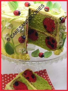 Learn how to bake ladybugs and polka dots inside your cakes and cupcakes - Tutorial For Sale