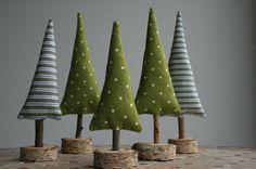 Weihnachtsdeko - Tannenbäume mit Holzfuß - ein Designerstück von hoppel-di-hopp bei DaWanda
