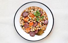 Φασολάδα πηλιορείτικη με λουκάνικο - Συνταγές - Πιάτα ημέρας | γαστρονόμος Acai Bowl, Beans, Vegetables, Breakfast, Food, Acai Berry Bowl, Morning Coffee, Essen, Vegetable Recipes