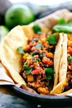 Healthy Quinoa Tacos made in the CROCKPOT - vegan - slow cooker Vegan Slow Cooker, Slow Cooker Recipes, Crockpot Recipes, Cooking Recipes, Crockpot Quinoa, Tacos Crockpot, Easy Recipes, Dinner Recipes, Shawarma