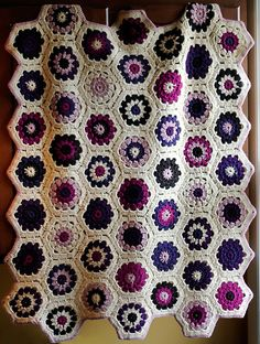 Ravelry: Project Gallery for #36 Hexagon Blanket pattern by Kazekobo (風工房)