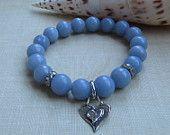 Articles similaires à bracelet angelite bleu ciel de pierre semi-précieuses, « be mine » coeur charme empilable shabby chic bijoux par Bonjour ma chérie à la main sur Etsy