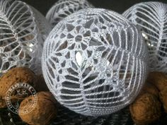 Set di 2 palle di Natale ornamento bianco uncinetto baubles image 8 ideen weihnachten Set of 2 Christmas balls ornament White crochet baubles Christmas tree decoration Xmas balls Gift for family Lace decor Christmas baubles Christmas Crochet Patterns, Crochet Ornaments, Crochet Snowflakes, Handmade Ornaments, Ball Ornaments, Crochet Christmas, Christmas Tree Baubles, Christmas Tree Decorations, Christmas Crafts
