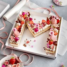 Letter Cake - simple, pretty and trendy!- Letter Cake – einfach, hübsch und voll im Trend! On the trend scale, this pretty cake is … - Cookies Receta, Cake Cookies, Pretty Cakes, Beautiful Cakes, Bolo Tumblr, Alphabet Cake, Cake Lettering, Number Cakes, Number Birthday Cakes