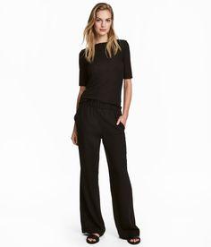 Sjekk ut dette! En vid pull-on bukse i vevd kvalitet. Buksen har elastikk i midjen og sidelommer.  - Besøk hm.com for å se mer.